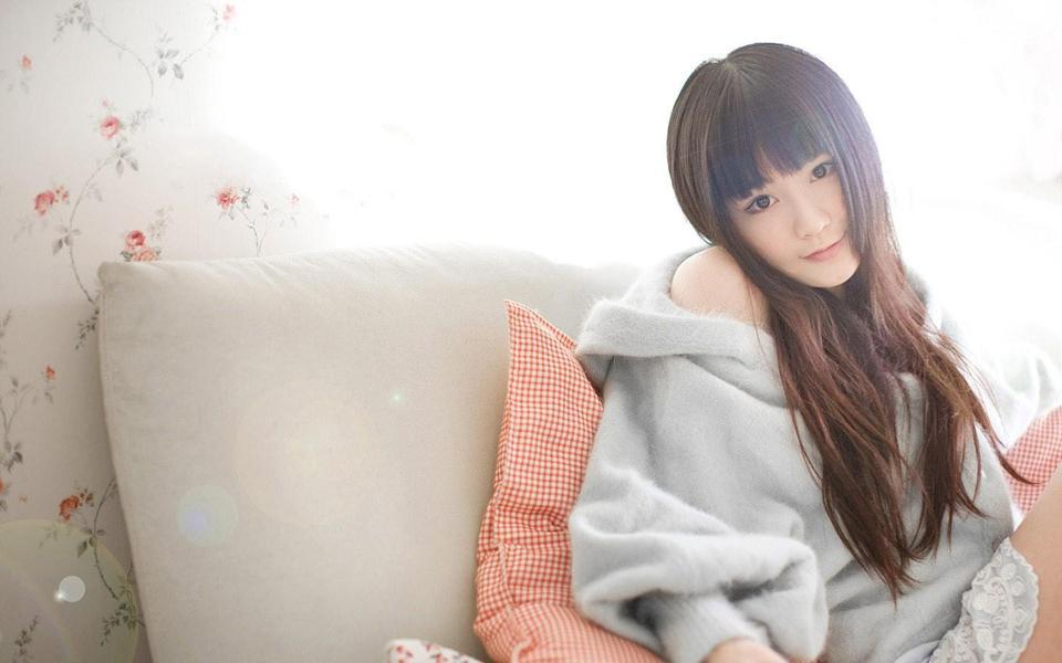 室内可爱的女孩壁纸-美女图库_性感写真_清纯可爱女生