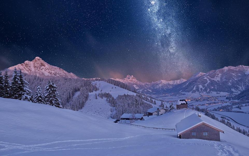 冬天夜晚高山雪景唯美桌面壁纸图片