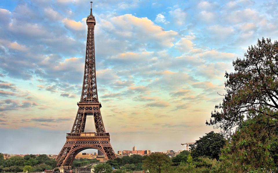 法国巴黎埃菲尔铁塔高清风景壁纸-电脑桌面壁纸在第 巴黎. 在巴黎的奇妙之处,埃菲尔铁塔和巴黎最有趣的地方,以及令人兴奋的历史遗迹。 在我们的网站,你会发现大量的照片在优秀品质最好的收藏。你可以很容易地找到你感兴趣和需要的图片,并可以下载他们的自由。