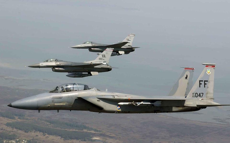 空中高清战斗机军事桌面壁纸