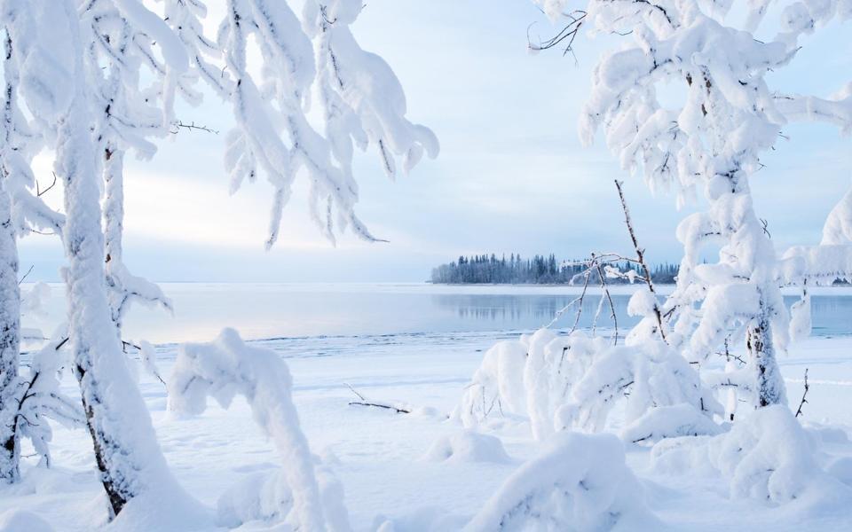冬天湖边风景雪景电脑壁纸下载