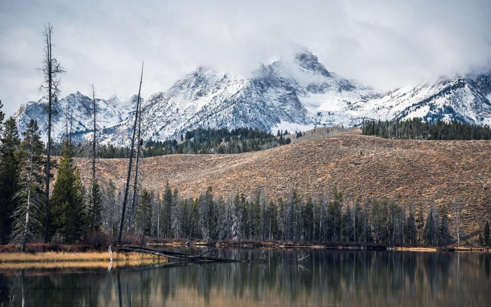 山峰自然景色唯美意境图片壁纸