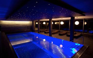 室内游泳池唯美桌面壁纸