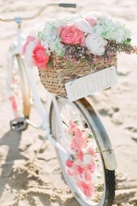 约会时用的单车鲜花壁纸图片