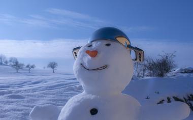 冬天可爱的雪人壁纸图片