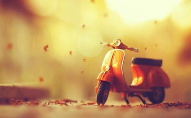 秋天电动车摩托车唯美桌面壁纸