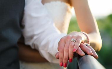 见证爱情的新郎新娘,婚纱情侣恋人桌面壁纸