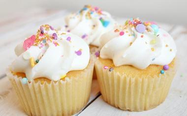 美味的冰淇淋蛋糕图片