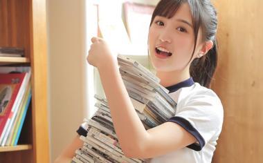 清纯可爱爱读书学习的女生图片桌面壁纸