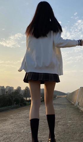 手机壁纸2021最新壁纸女生唯美女生背影图片真实照片1